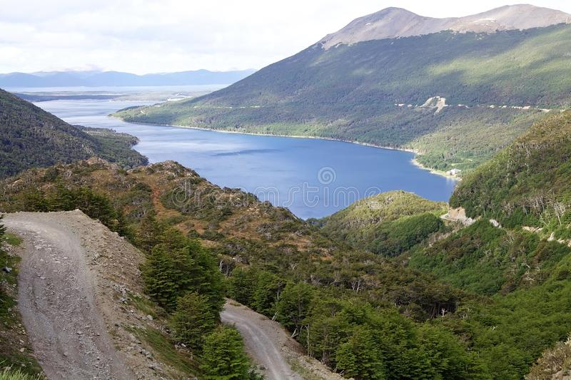 Ajardine a vista de Garibaldi Pass ao meio oriental de Tierra del Fuego, Argentina fotos de stock