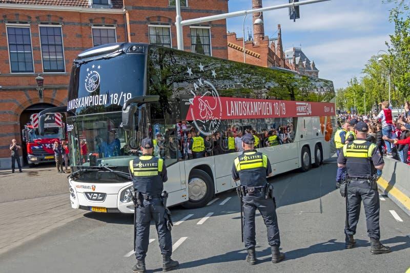 Ajax är den nationella mästaren i Nederländerna och på vägen för deras invigning in arkivfoto