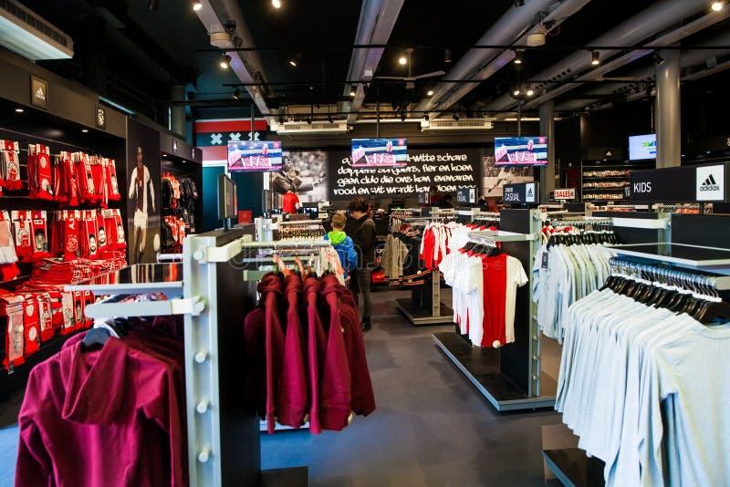 Ajax-fotball Club-Shopinnenraum auf Amsterdam-Arena, die Niederlande lizenzfreie stockbilder