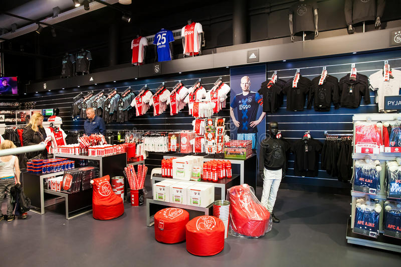 Ajax-fotball Club-Shopinnenraum auf Amsterdam-Arena, die Niederlande stockbilder