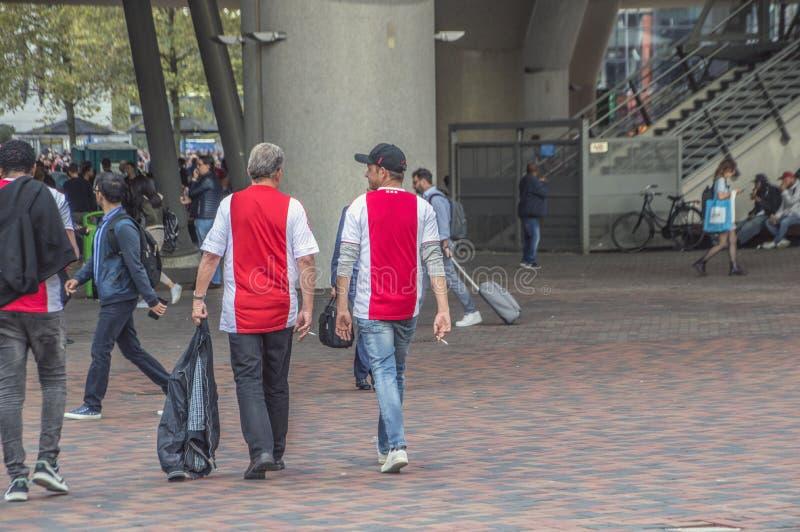Ajax Supporters Preparing Before The match med AEK-Aten på Amsterdam Nederländerna 2018 royaltyfria foton