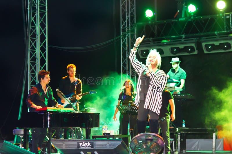 Ajda Pekkan sur scène photo stock