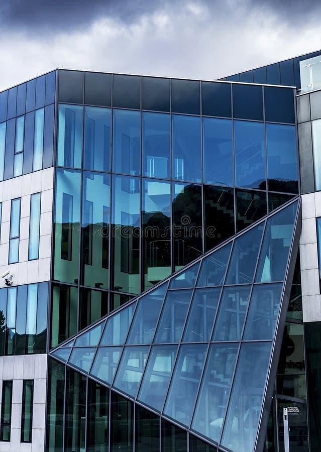 Ajdovscina, Eslovenia, Eu - 2 de enero de 2019: Edificio de la compañía del pipistrelo situado en Ajdovscina imagen de archivo libre de regalías