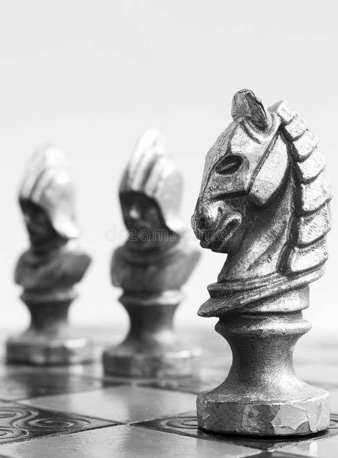 Ajedrez fotografiado en un tablero de ajedrez imagen de archivo libre de regalías