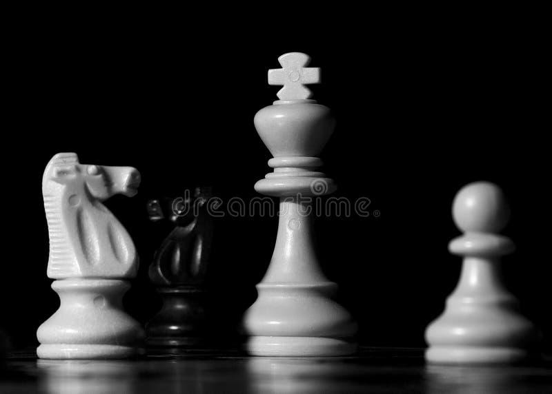 Ajedrez fotografiado en un tablero de ajedrez fotos de archivo libres de regalías