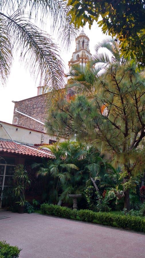 Ajijic Church& x27; jardín de s fotos de archivo