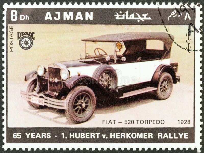 AJMAN-EMIRAT - CIRCA 1970: En stämpel som skrivs ut i Förenade Arabemiraten shower Fiat - torped 520 av 1928, circa 1970 royaltyfria bilder