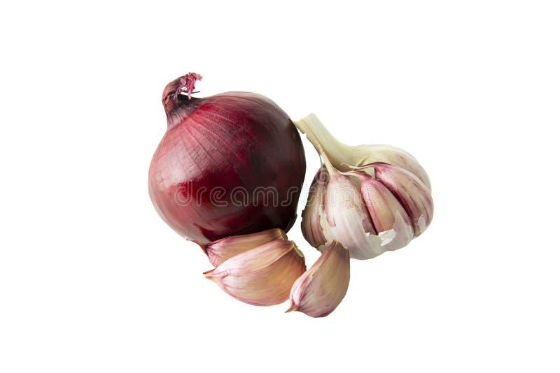 Ajo y cebolla roja aislados en el fondo blanco Ingrediente alimentario sano para la ensalada o solución contra frío imagenes de archivo