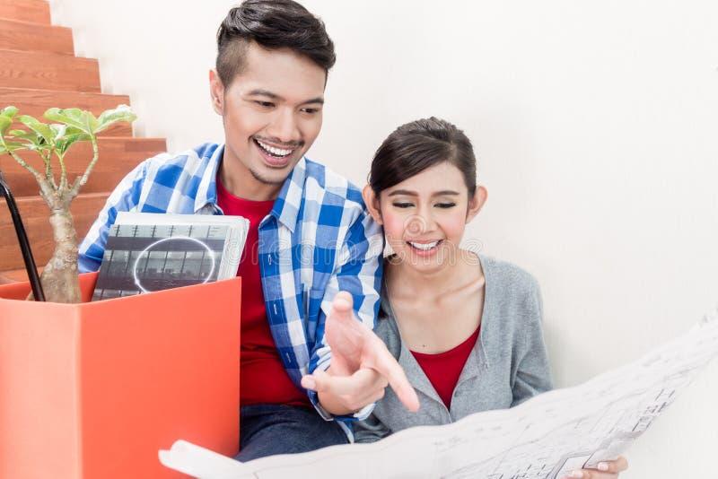 Ajouter asiatiques à la disposition de planification de complot au sol du nouvel apartm photos stock