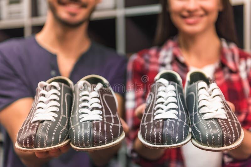 Ajouter aux chaussures de bowling images libres de droits