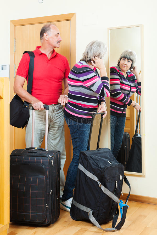 Ajouter mûrs au bagage photos stock