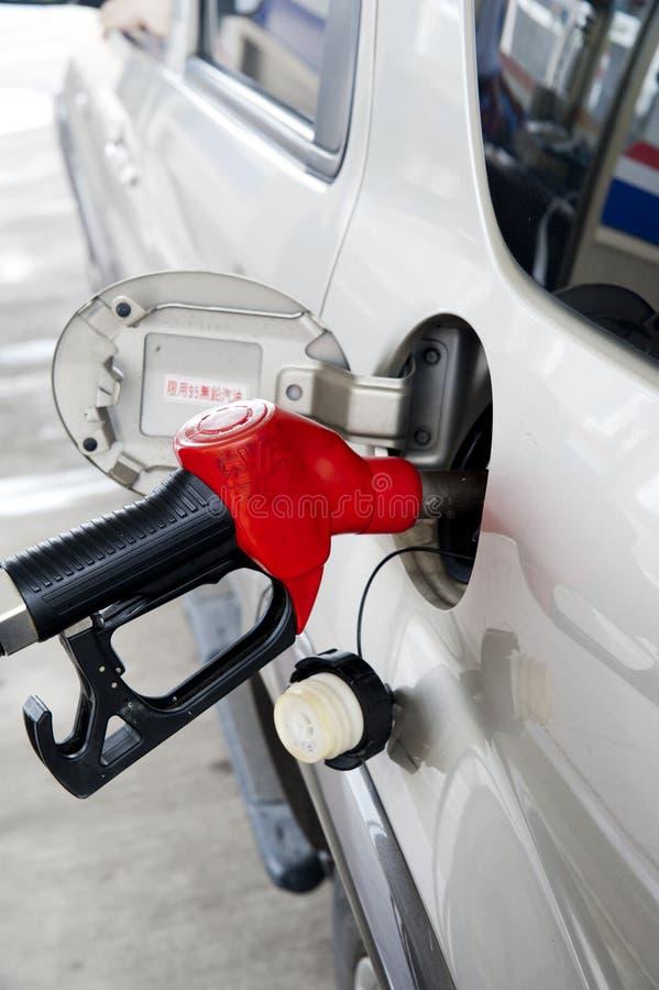 Ajoutez le carburant images stock