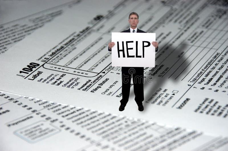 Ajuda da necessidade do homem de negócios com impostos imagens de stock