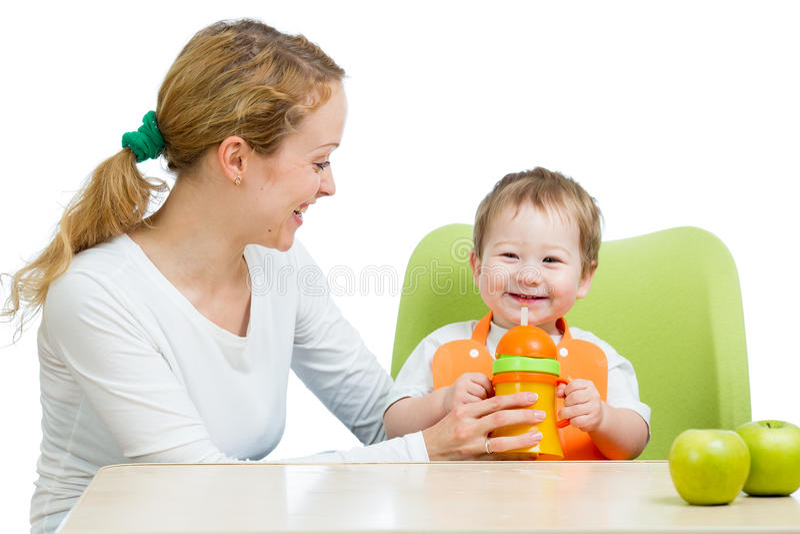 A ajuda nova da matriz bebe seu bebé foto de stock