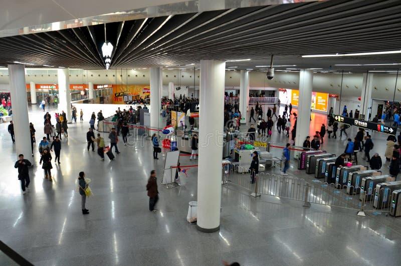 Ajuntamento na estação de metro quadrada Shanghai do pessoa, China imagens de stock royalty free