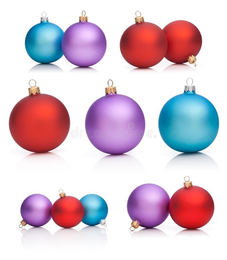 Ajuste Baubles do Natal: Vermelho, roxo, azul isolado ilustração royalty free