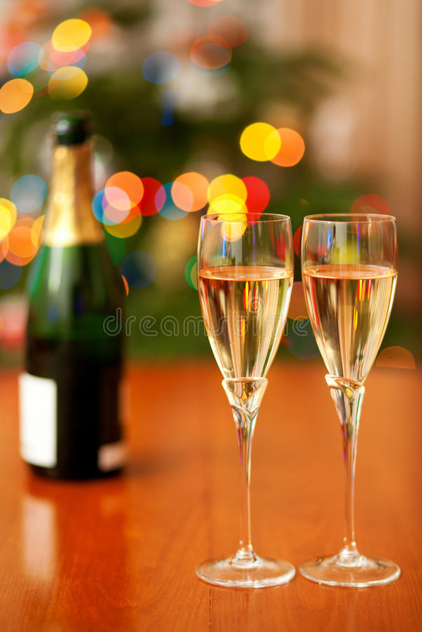 Download Ajuste Bonito Do Natal Com Champanhe Foto de Stock - Imagem de decorado, home: 26513178
