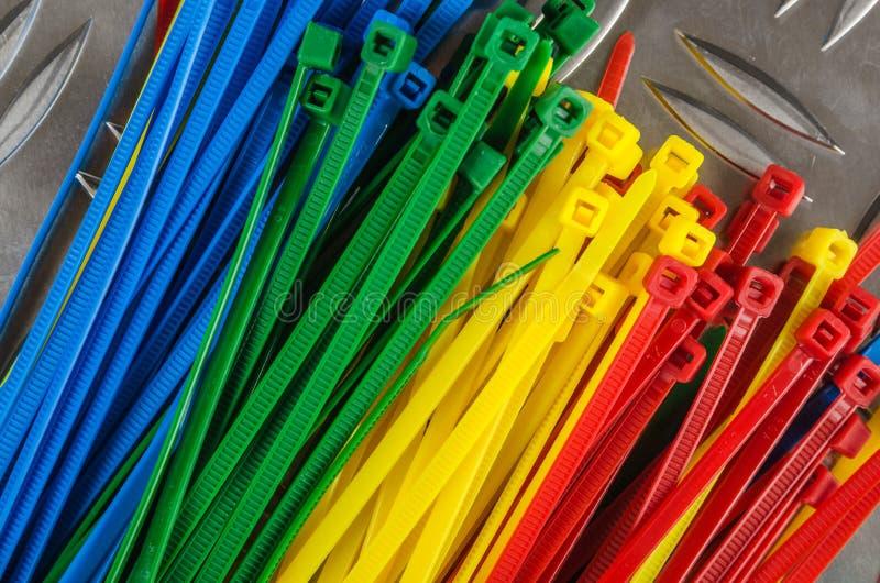 Ajuste cintas plásticas coloridas fotografia de stock