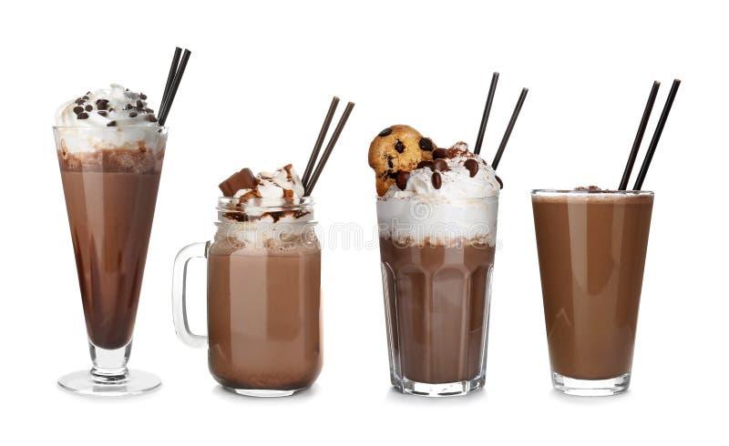 Ajuste com agitações de leite de chocolate deliciosas fotografia de stock