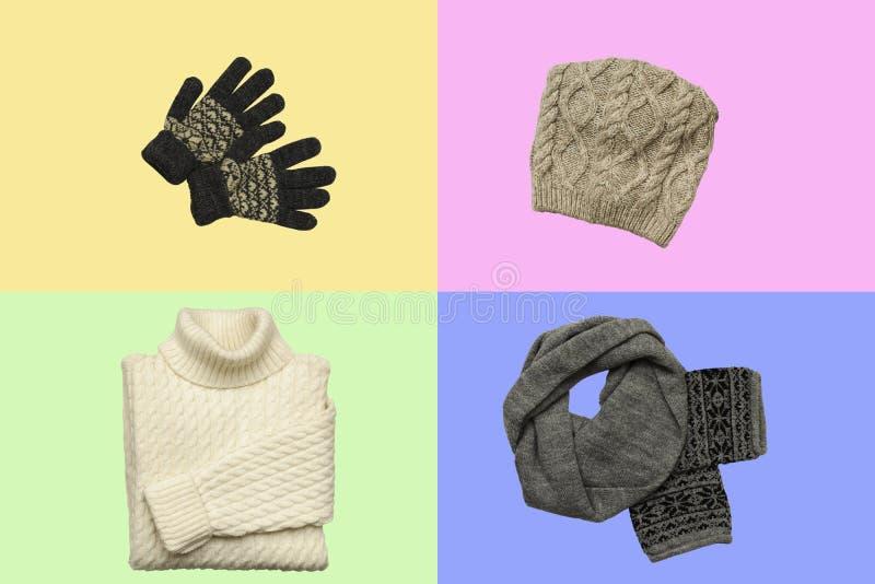 Ajuste da roupa sylish no fundo da cor com chapéu, mitenes do inverno, camiseta, lenço Configuração lisa, vista superior fotos de stock royalty free