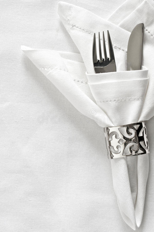 Ajuste da tabela com anel de guardanapo de prata fotos de stock