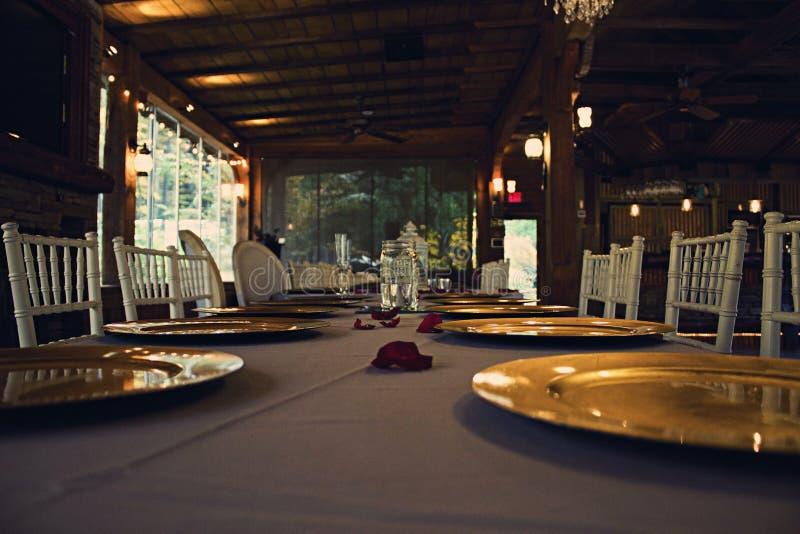 Ajuste da tabela de jantar do casamento fotos de stock