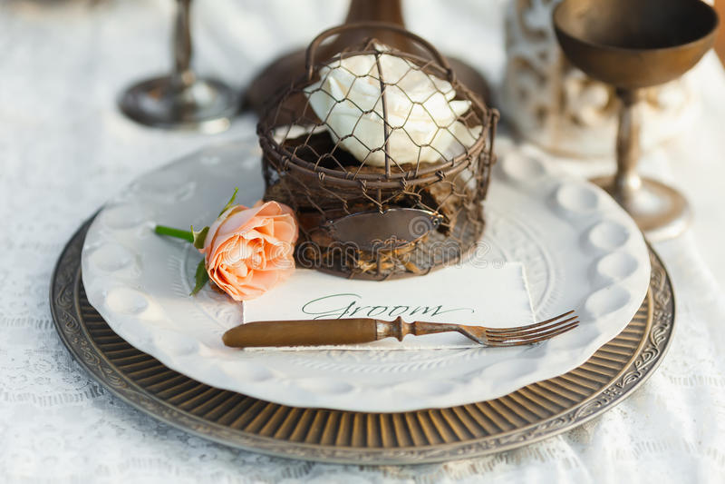 Ajuste da tabela do casamento no estilo antigo fotografia de stock