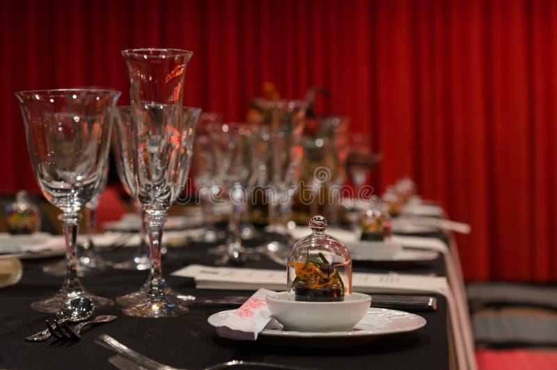 Ajuste da tabela do Natal, acionador de partida gourmet, interior do restaurante imagens de stock royalty free