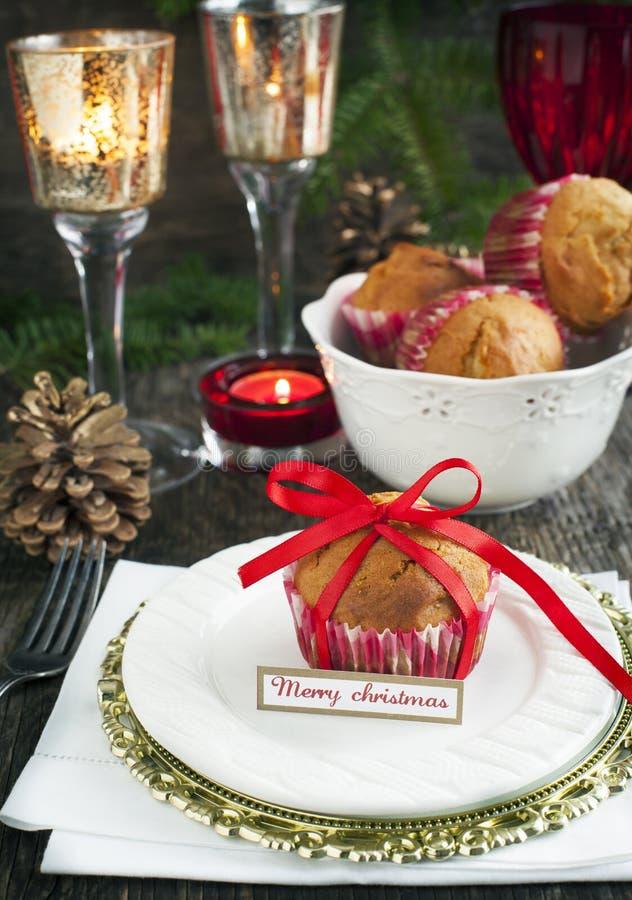Ajuste da tabela do Natal Decorações do feriado imagem de stock