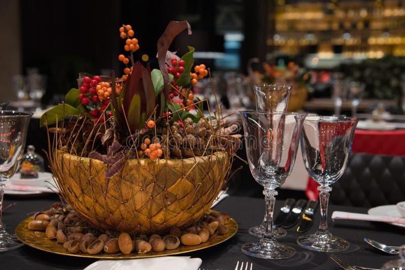 Ajuste da tabela do Natal, interior do restaurante imagens de stock royalty free