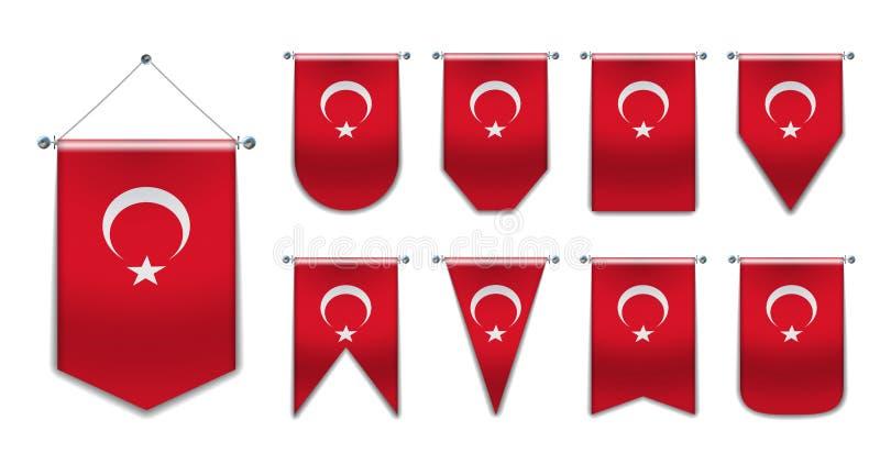 Ajuste das bandeiras de suspensão da TURQUIA com textura de matéria têxtil Formas da diversidade do país da bandeira nacional Flâ imagem de stock royalty free