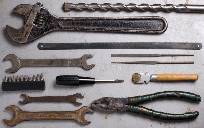 Ajuste das ferramentas velhas da mão no fundo cinzento fotos de stock royalty free