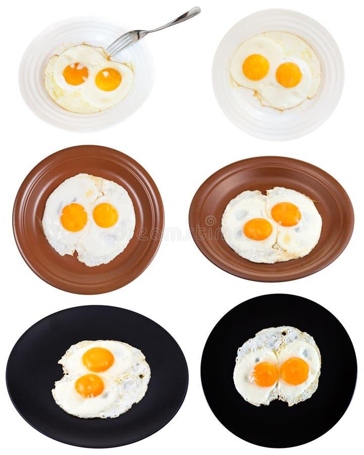 Ajuste de dois ovos fritos em placas isolado imagem de stock royalty free