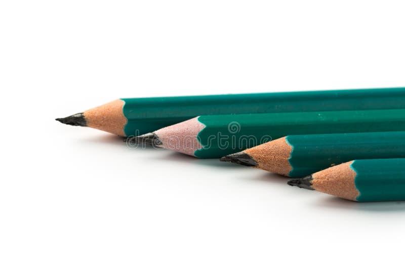 Ajuste de greeen lápis curtos no fundo branco imagens de stock