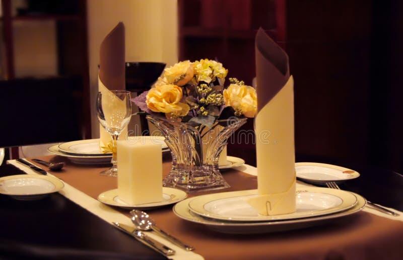 Ajuste de jantar elegante imagens de stock