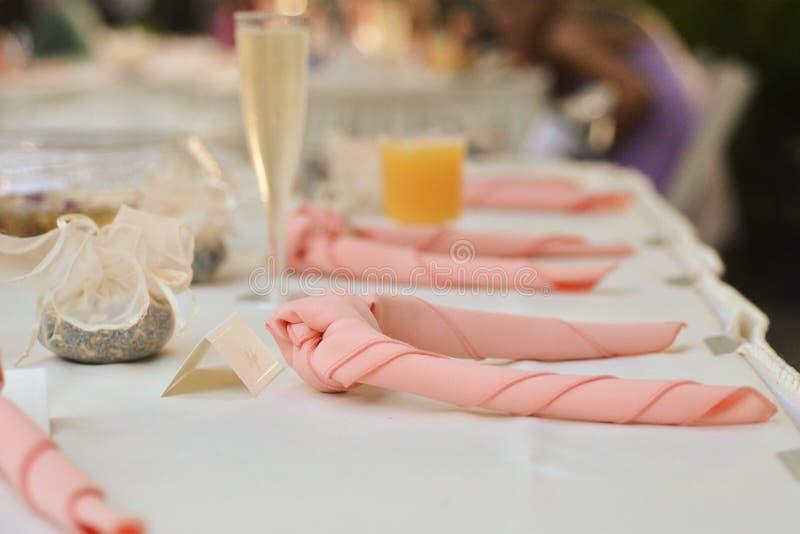 Ajuste de la tabla en el evento o la boda de lujo fotografía de archivo libre de regalías