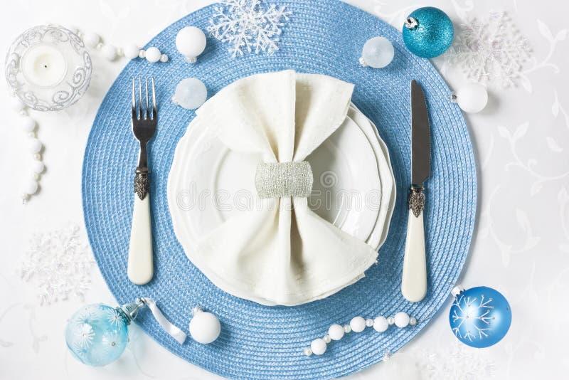 Ajuste de la tabla de la Navidad para la cena del día de fiesta fotografía de archivo