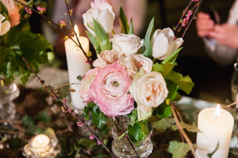 Ajuste de la tabla para casarse o el evento fotografía de archivo libre de regalías