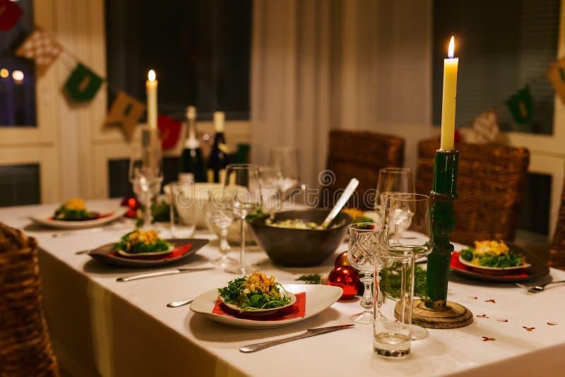 Ajuste de la tabla para la fiesta de Navidad foto de archivo