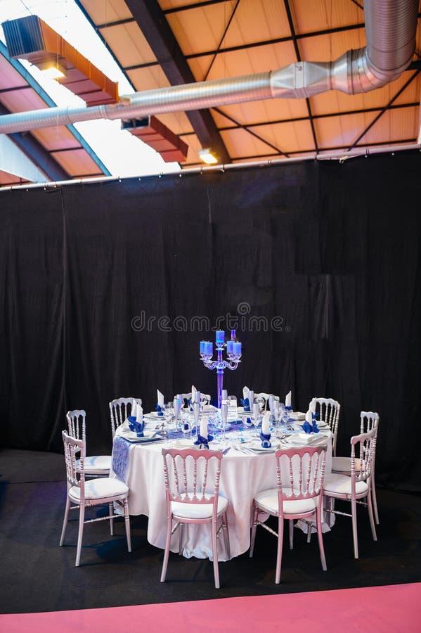 Ajuste de lujo de la tabla de la boda en estilo romántico francés imágenes de archivo libres de regalías