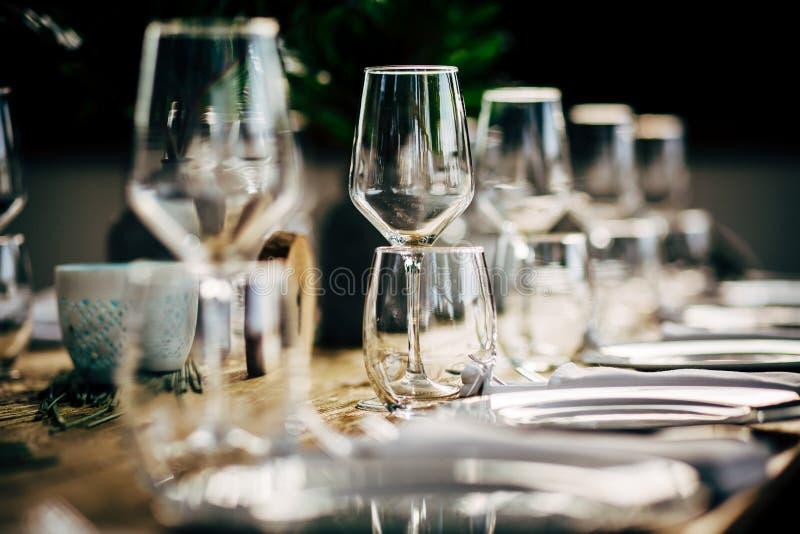 Ajuste de lujo de la tabla para el partido, la Navidad, los días de fiesta y las bodas imagen de archivo libre de regalías