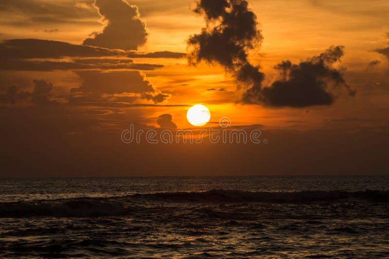 Ajuste de Sun en el mar de Andaman imágenes de archivo libres de regalías