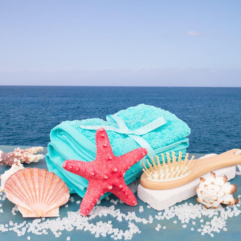 Ajuste del balneario del mar por la playa fotografía de archivo libre de regalías