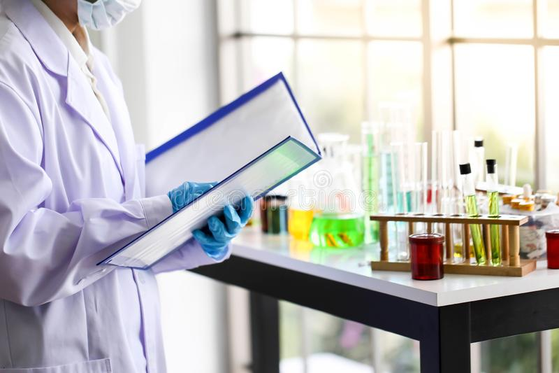 Ajuste do desenvolvimento químico e da farmácia do tubo no laboratório, bioc foto de stock royalty free