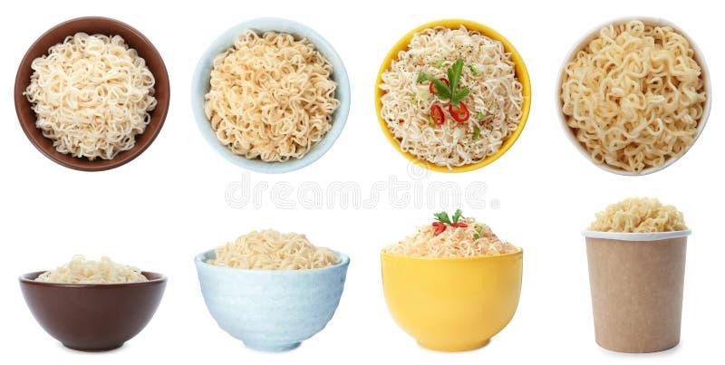 Ajuste do dishware diferente com os macarronetes cozinhados deliciosos no branco fotos de stock royalty free