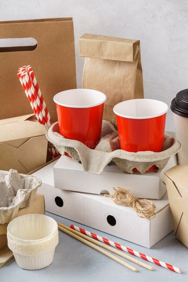 Ajuste do empacotamento amigável, dos recipientes e dos utensílios de mesa do vário eco fotografia de stock