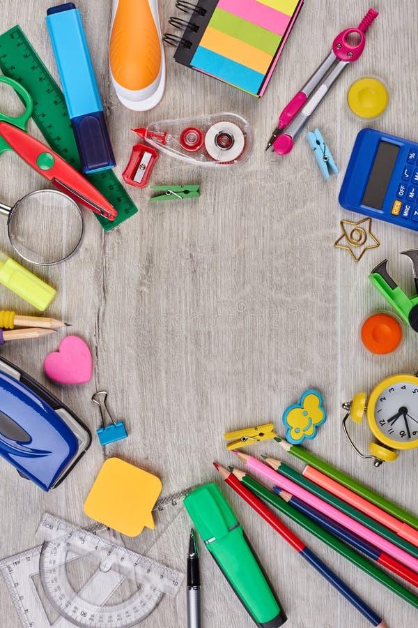 Ajuste dos acessórios da escola, vista superior foto de stock