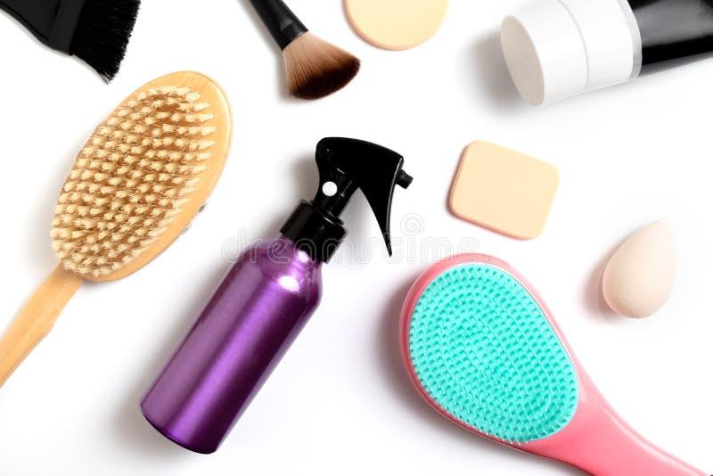 Ajuste dos cosméticos decorativos profissionais, a composição e as ferramentas e o acessório da beleza no fundo branco - beleza,  imagem de stock royalty free