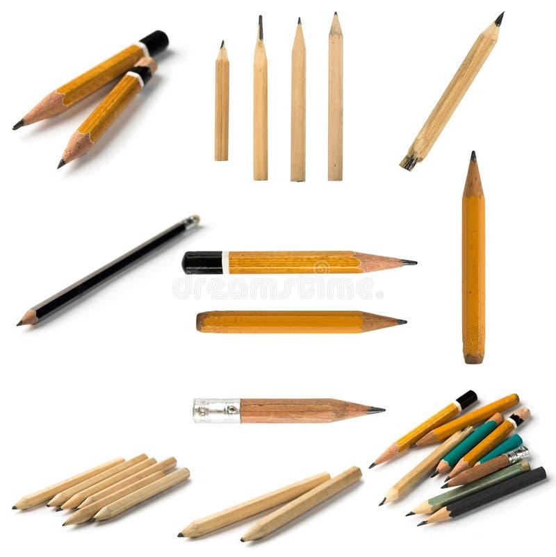 Ajuste dos lápis curtos no fundo isolado fotos de stock