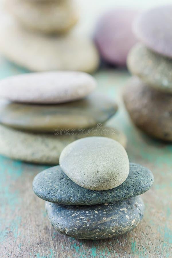 Ajuste dos termas com pedras dos termas foto de stock royalty free